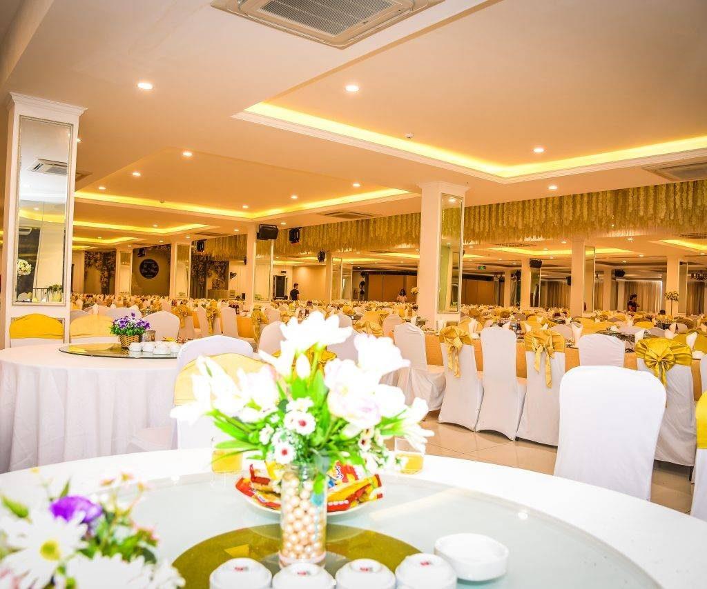 5 cách trang trí bàn tiệc cưới đơn giản và đẹp nhất